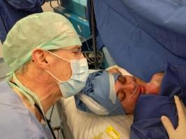 Dip. José González Morfín y su bebe recien nacida